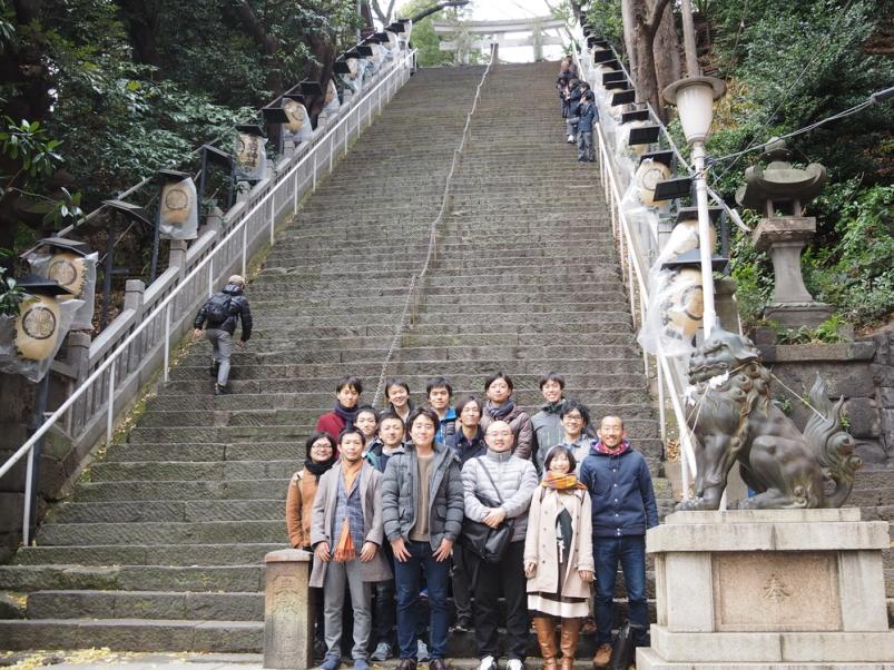1/6初詣@愛宕神社 CTO柴山のリュックの持ち方が旅先のマダムっぽくて気になる